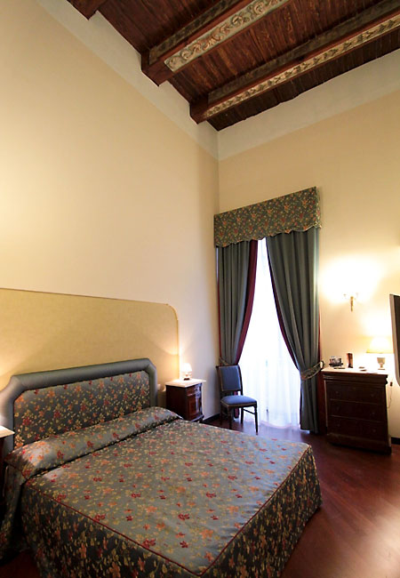 Decumani hotel de charme napoli and 50 handpicked hotels for Hotel charme
