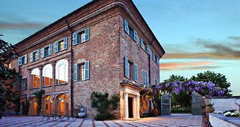 Vercelli hotels boutique hotel e alberghi di lusso for Fare una villa