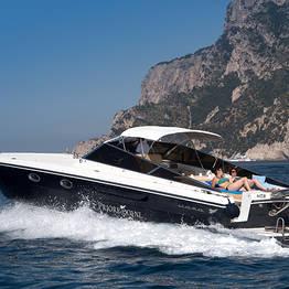 Pegaso Capri Boat Excursion - Private luxury speedboat tours of Capri and Ischia